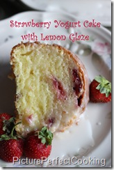 strawberryyogurtcakewithlemonglaze